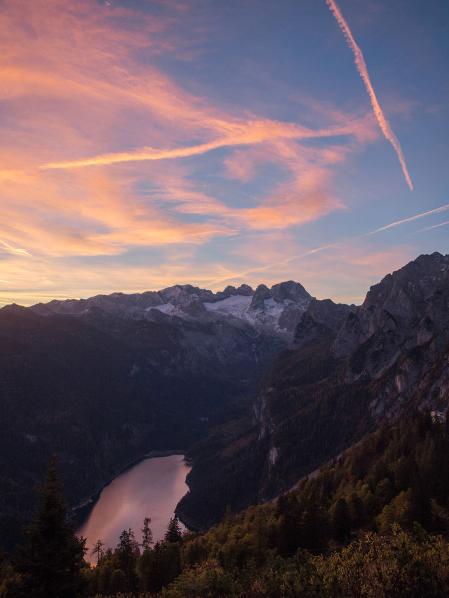 Ausblick auf den Gosausee von oberhalb der Gablonzer Hütte, Sonnenaufgang