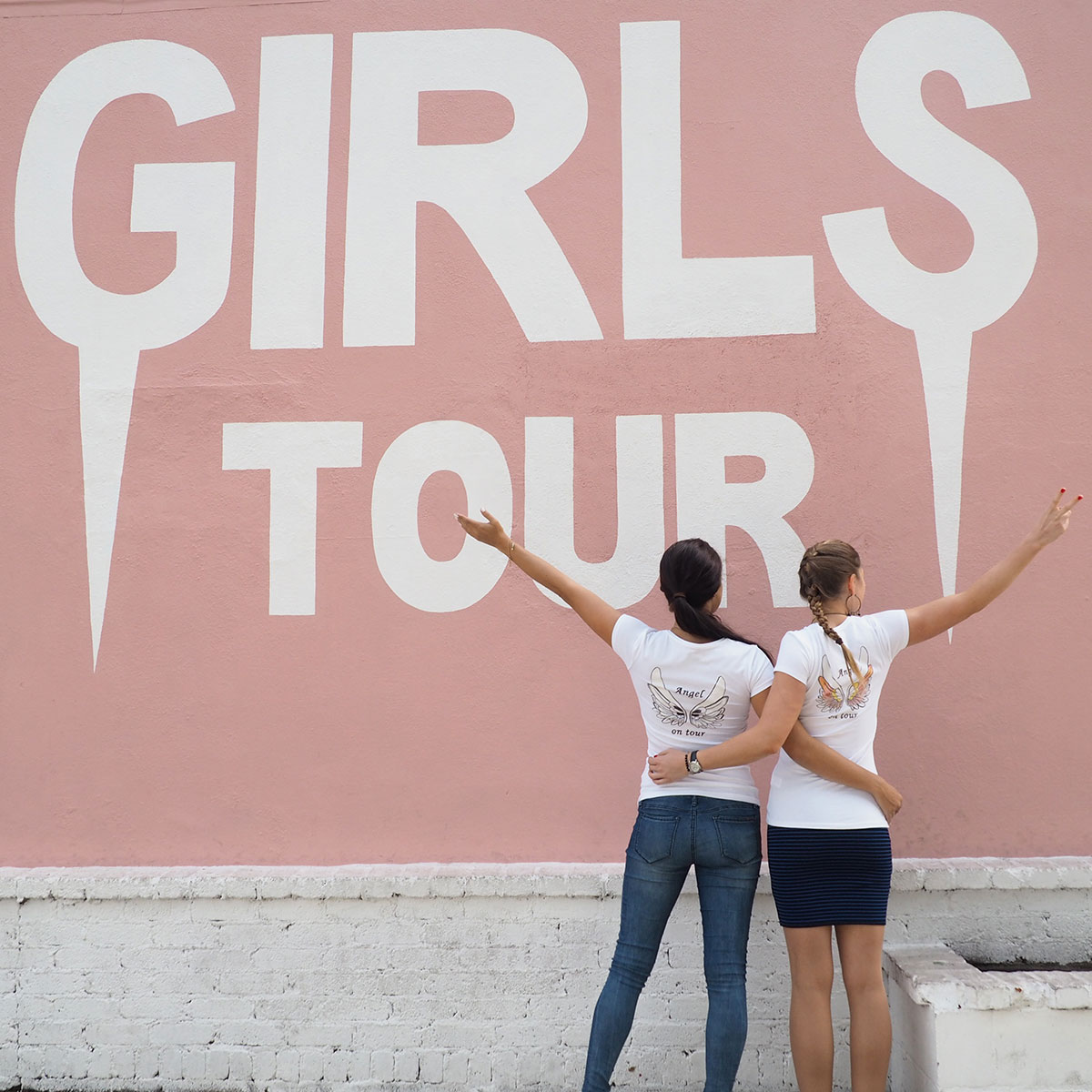 girlstour-wall-melrose-avenue-los-angeles