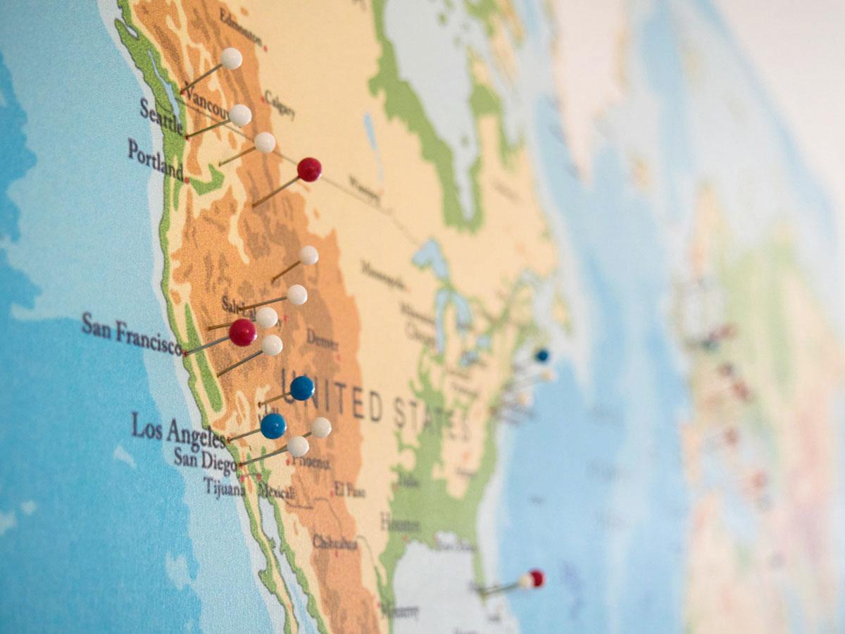 weltkarten at pinnwand weltkarte 4 1 - Dekoidee: Reise-Weltkarte zum Pinnen