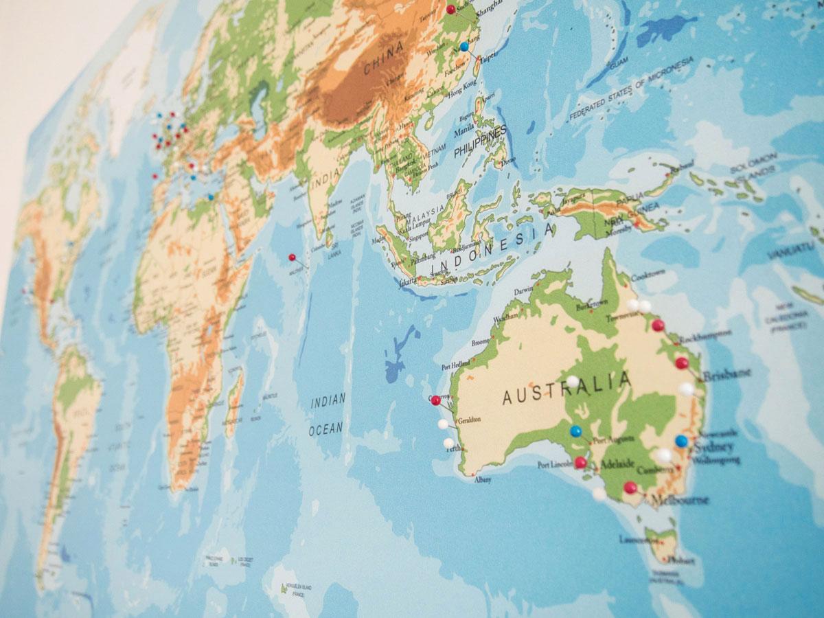 weltkarten at pinnwand weltkarte 7 1 - Dekoidee: Reise-Weltkarte zum Pinnen