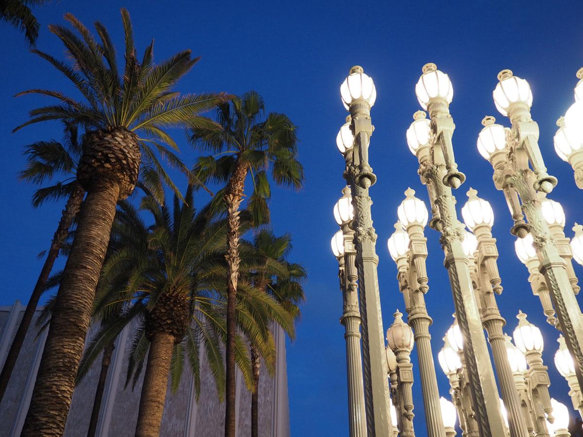 lacma losangelescountymuseum laterneninstallation 1 - (Deutsch) Die Laterninstallation beim LACMA – Los Angeles County Museum of Art