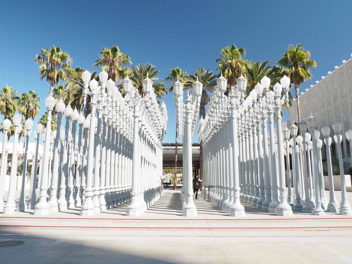 lacma losangelescountymuseum laterneninstallation 4 - (Deutsch) Die Laterninstallation beim LACMA – Los Angeles County Museum of Art