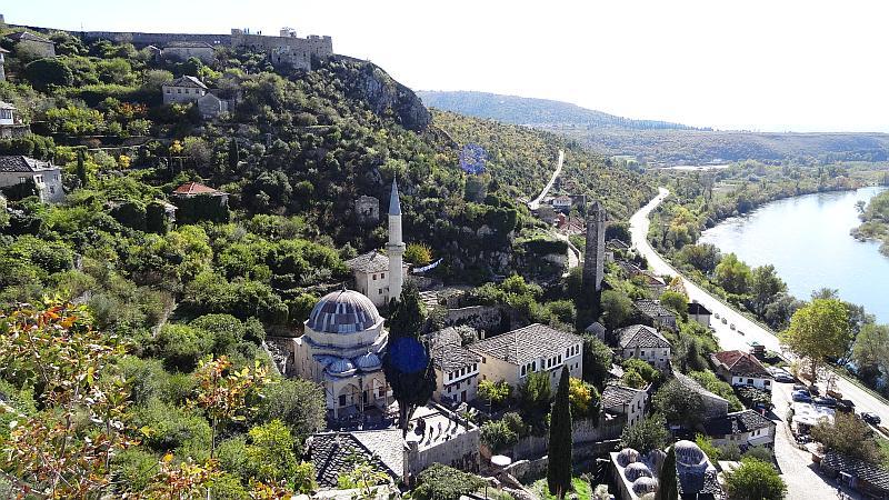bosnien und herzegowina pocitelj aussicht von oben reiseblitz - Roadtrip Empfehlungen von Reisebloggern