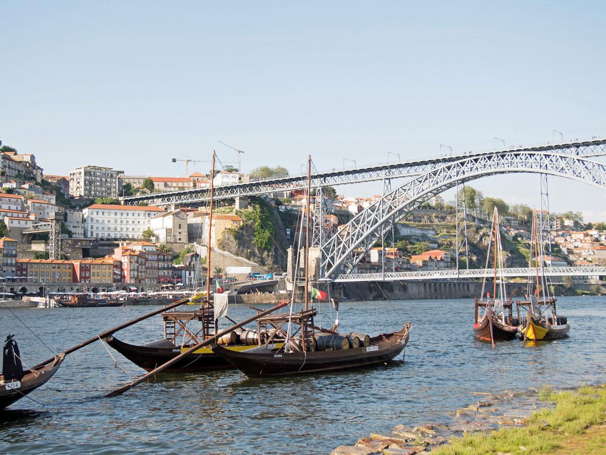 porto boote weinfaesser douro - Ein Tag in der Stadt Porto in Portugal