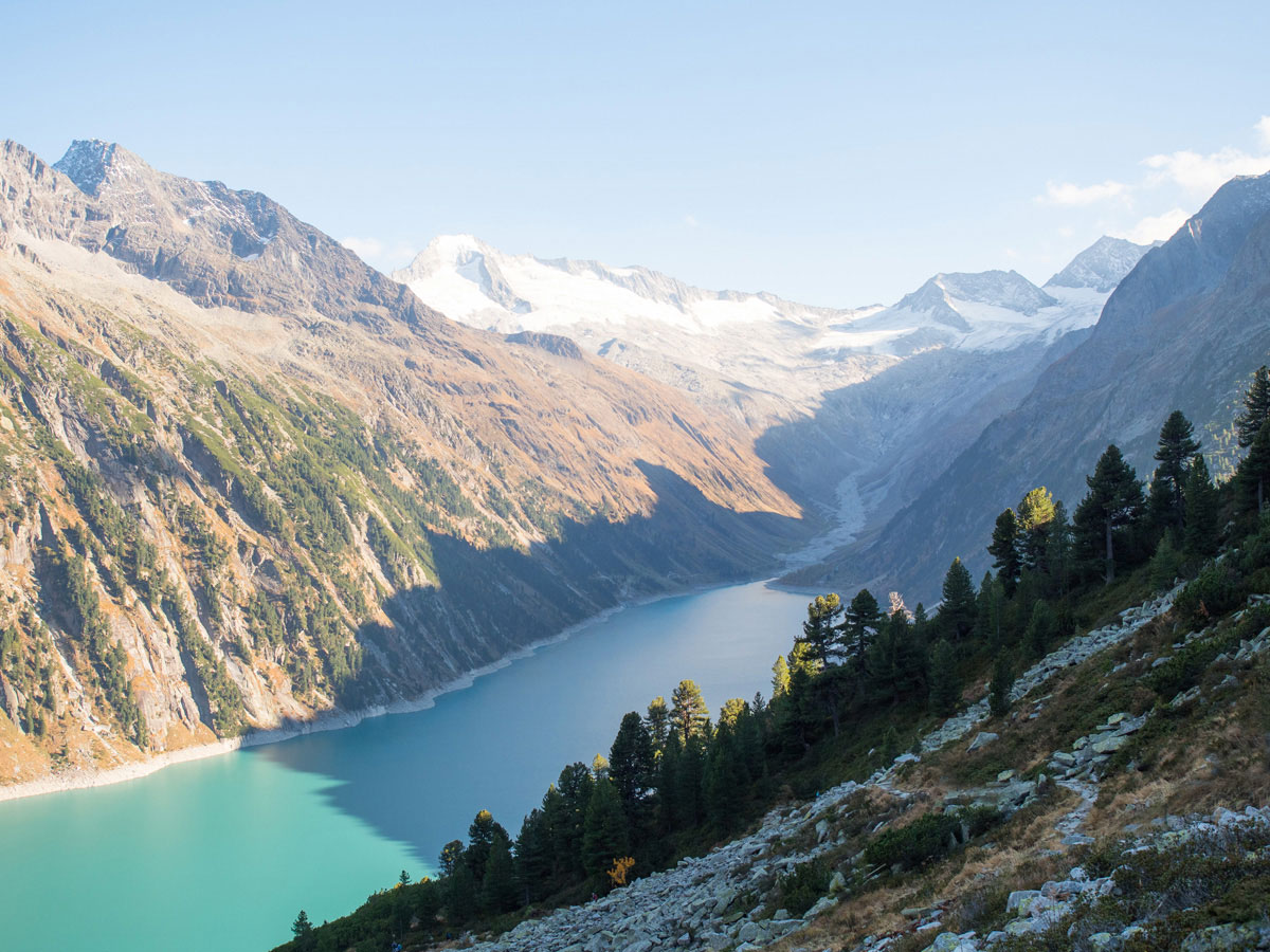 Wandern zur Olpererhütte im Zillertal - Ausblick auf den Schlegeis Stausee