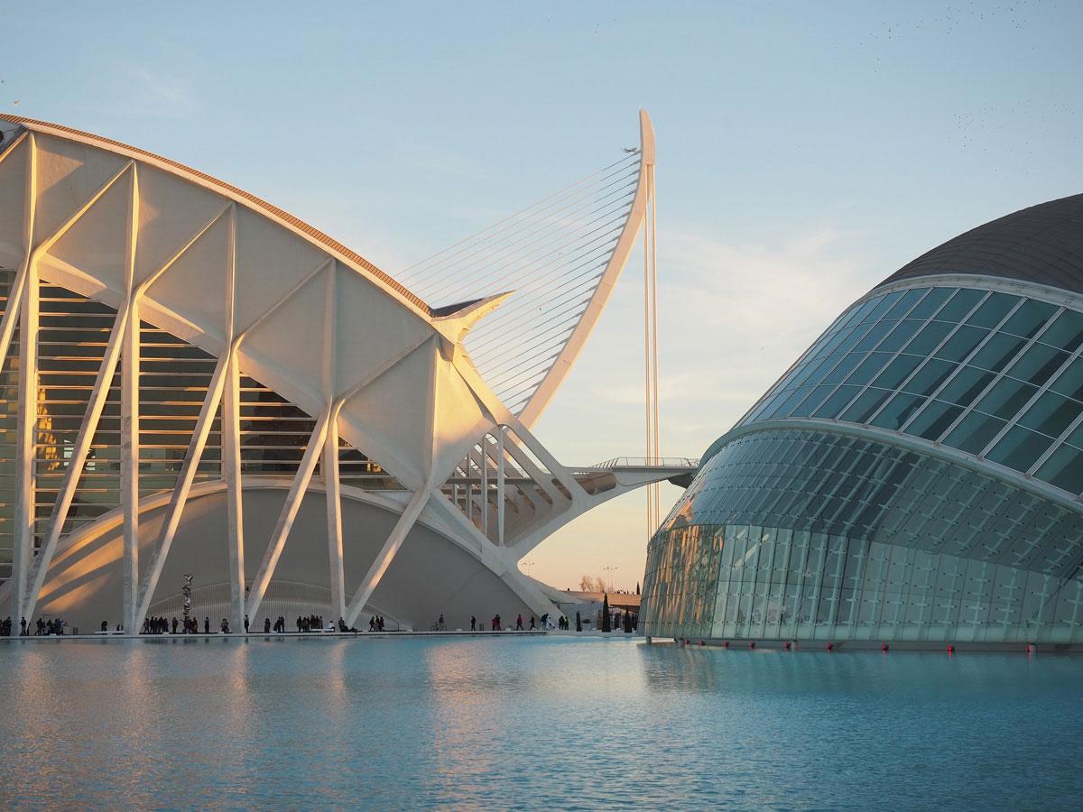 ciutat de les arts ciences valencia sonnenuntergang 1 - Valencia erkunden - Reiseplanung, Highlights, Ausflugstipps