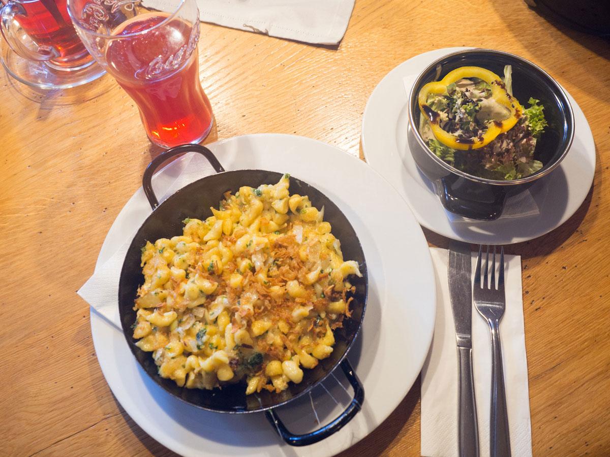 Käsespätzle Mittagspause in Flachau