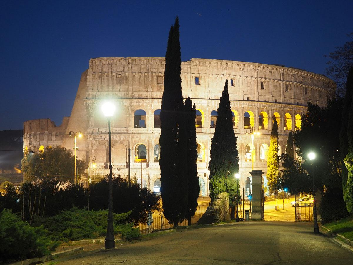 rom kolosseum sehenswertes 1 - Spaziergang durch Rom - Zu Fuß in Rom unterwegs - Sehenswertes und Reisetipps