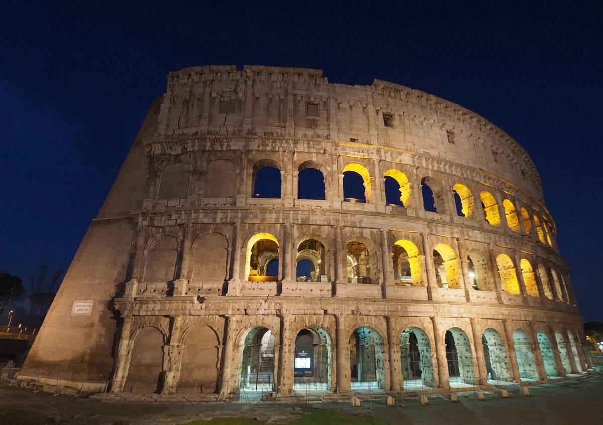 rom sonnenaufgang kolosseum 1 - Spaziergang durch Rom - Zu Fuß in Rom unterwegs - Sehenswertes und Reisetipps