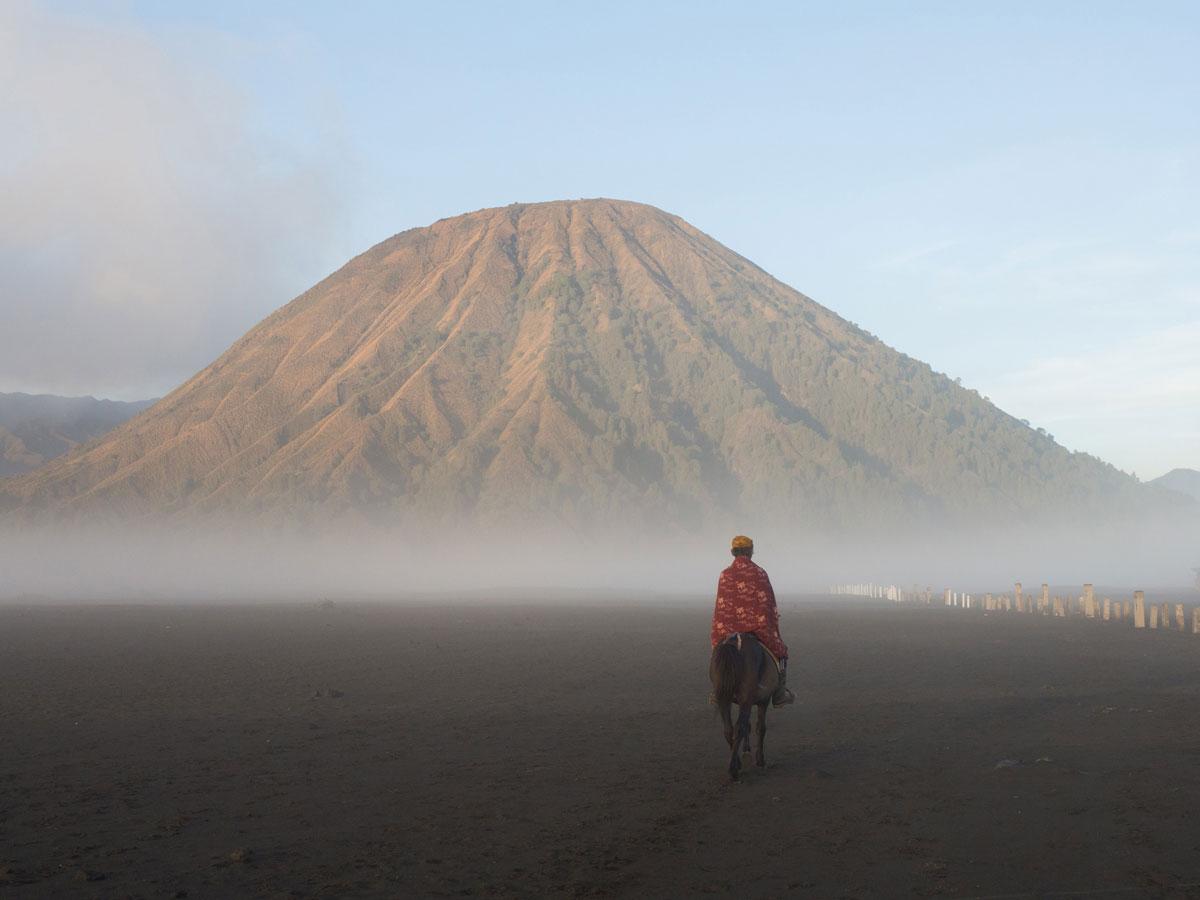 bromo java sea of sands 14 - Sonnenaufgang und Sea of Sand beim Mt. Bromo - Wanderung auf eigene Faust