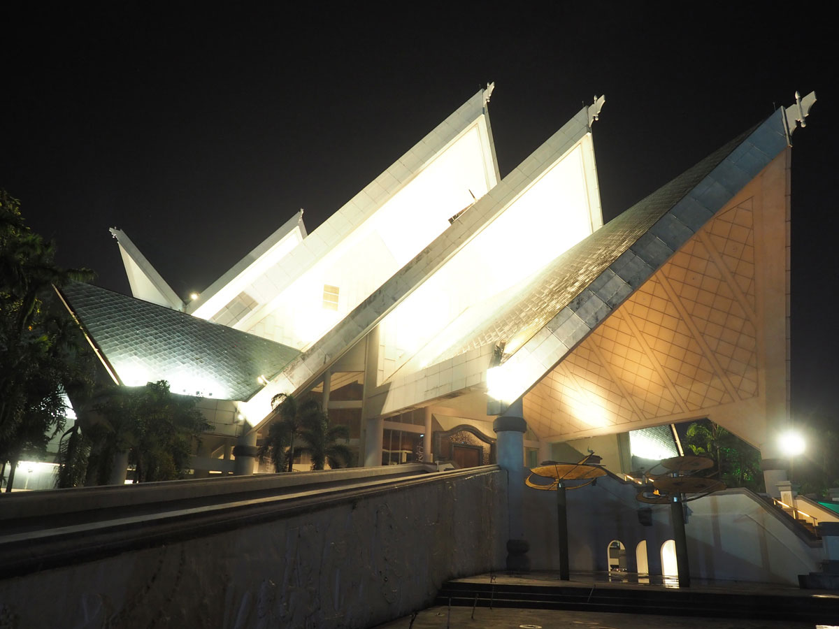 kuala lumpur istana budaya 2 - Highlights für einen Stopover in Kuala Lumpur – Was ihr in 24 Stunden unbedingt sehen müsst