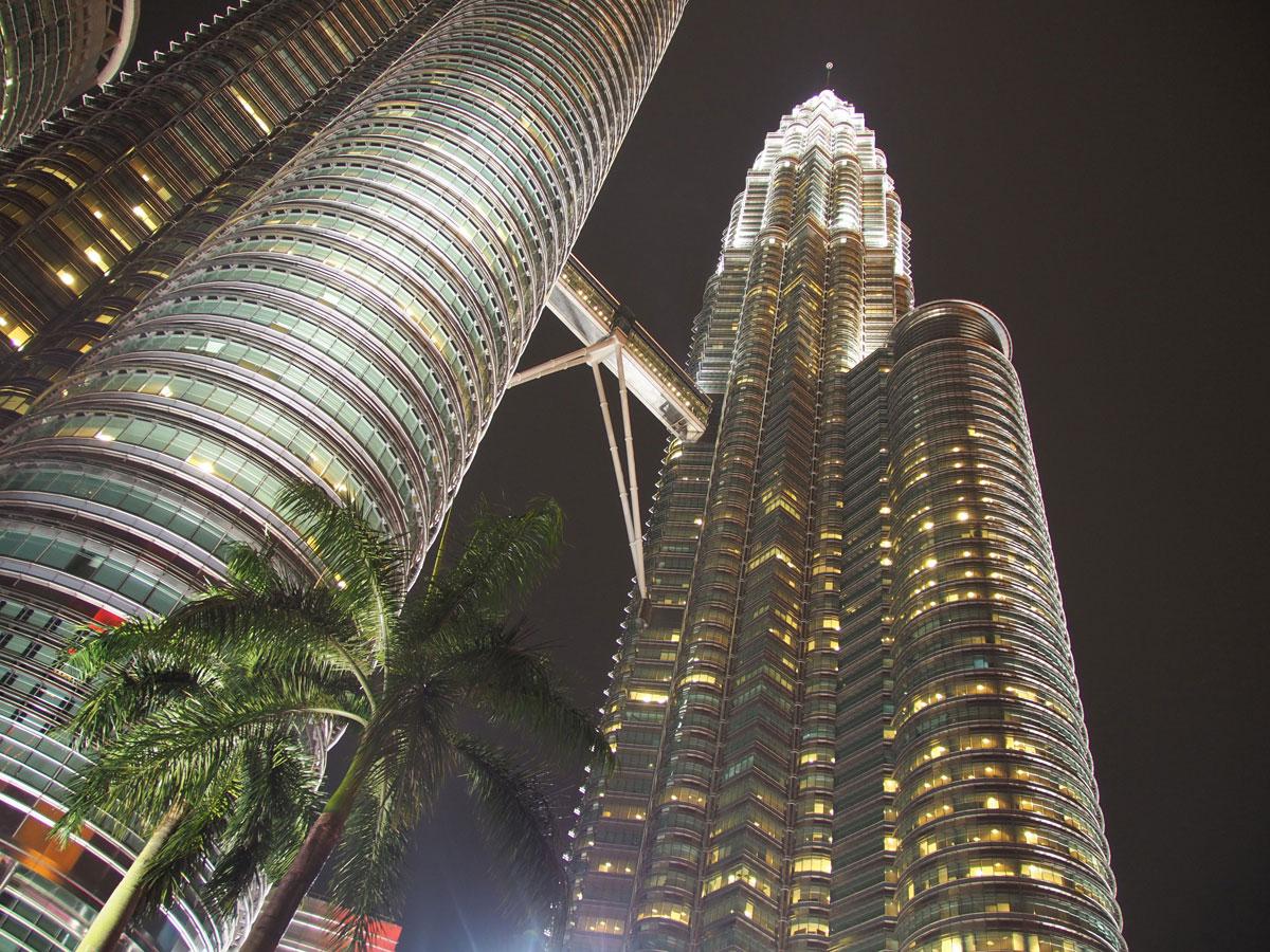 kuala lumpur petronas twin towers 2 - Highlights für einen Stopover in Kuala Lumpur – Was ihr in 24 Stunden unbedingt sehen müsst