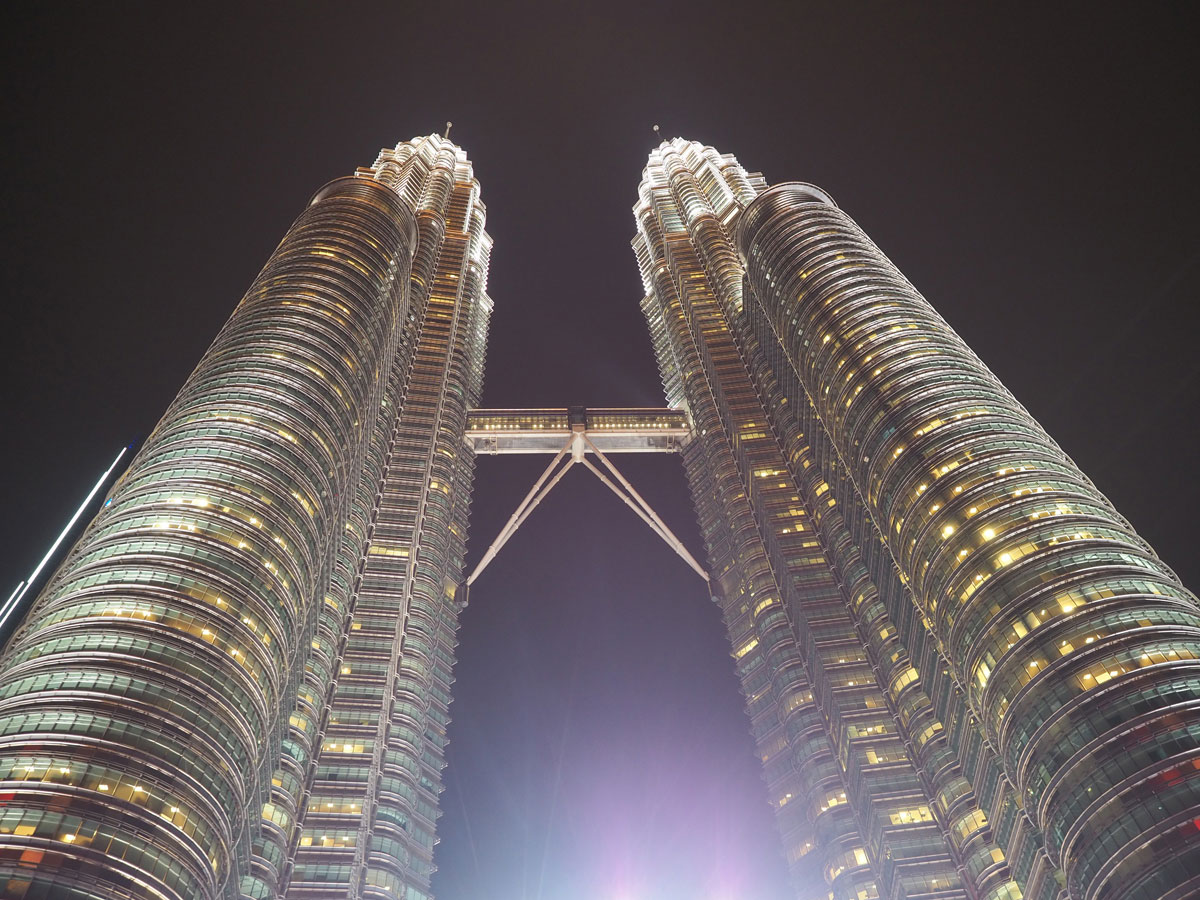 kuala lumpur petronas twin towers 3 - Highlights für einen Stopover in Kuala Lumpur – Was ihr in 24 Stunden unbedingt sehen müsst