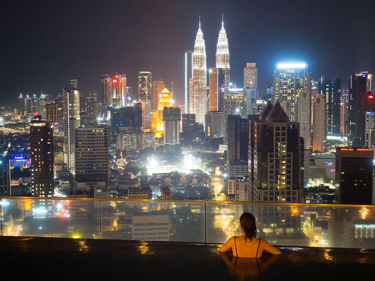 kuala lumpur rooftop pool regalia suites 1 - Highlights für einen Stopover in Kuala Lumpur – Was ihr in 24 Stunden unbedingt sehen müsst