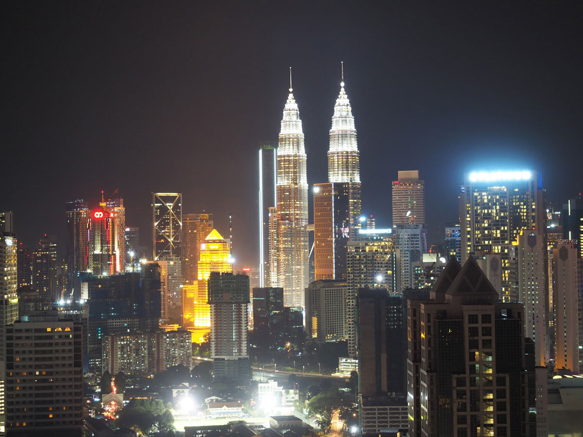 kuala lumpur rooftop pool regalia suites 3 - Highlights für einen Stopover in Kuala Lumpur – Was ihr in 24 Stunden unbedingt sehen müsst