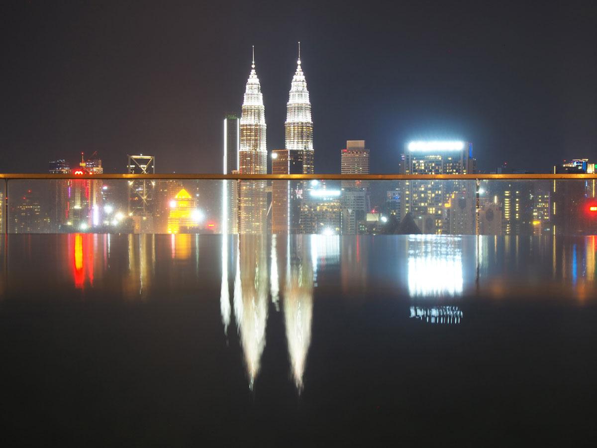 kuala lumpur rooftop pool regalia suites 4 - Highlights für einen Stopover in Kuala Lumpur – Was ihr in 24 Stunden unbedingt sehen müsst