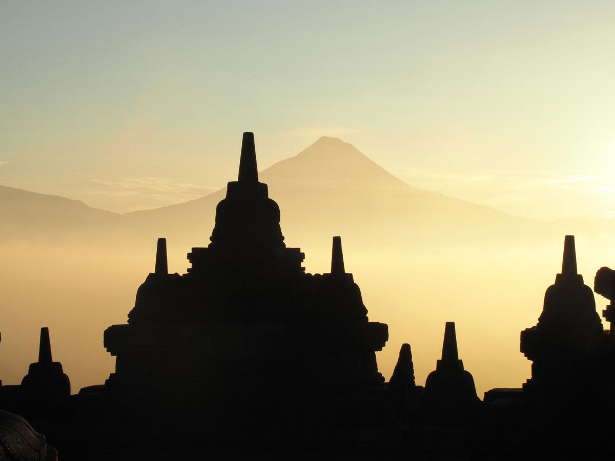 borobudur tempel java indonesien sonnenaufgang 12 - Borobodur Tempel in Java (Indonesien) zu Sonnenaufgang