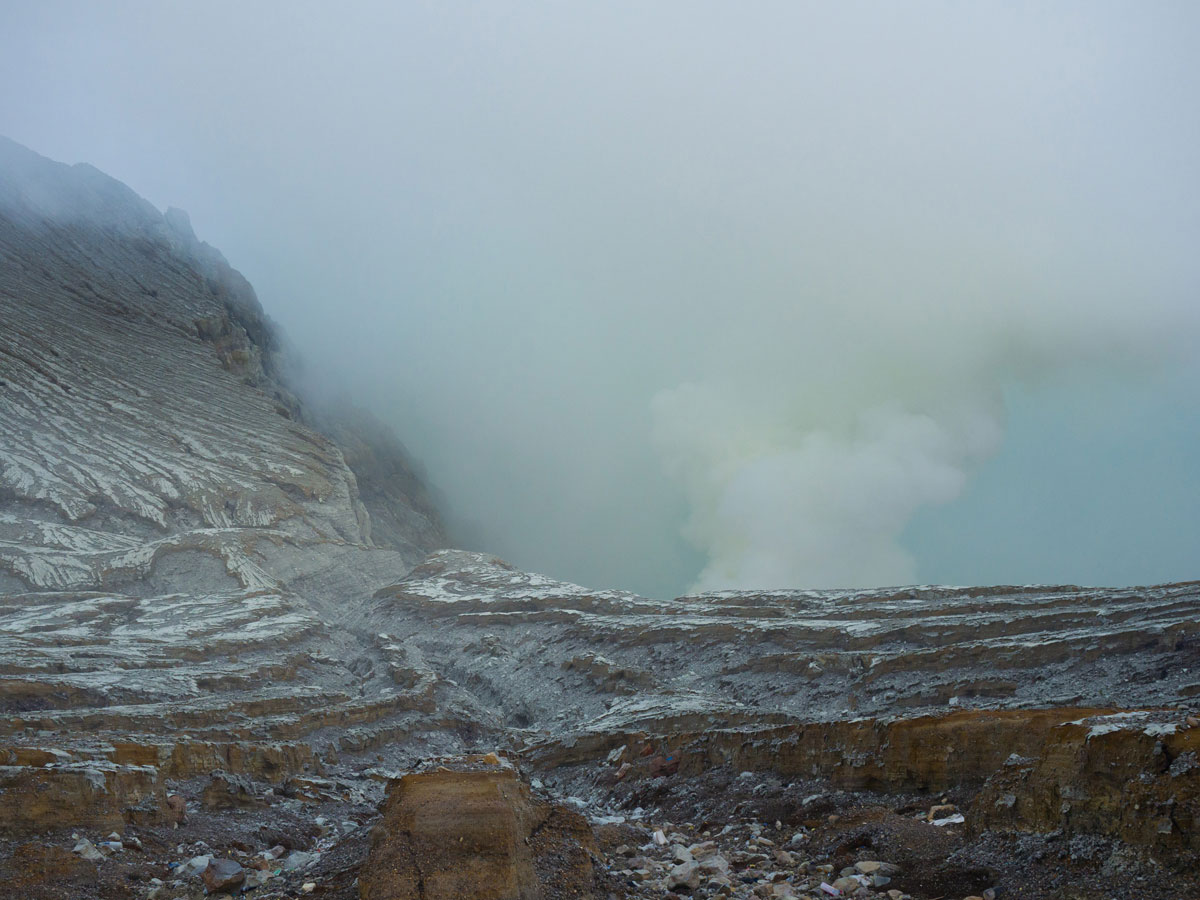 ijen java indonesien krater 2 - (Deutsch) Blaue Feuer und Sonnenaufgang beim Mt. Ijen auf Java, Indonesien