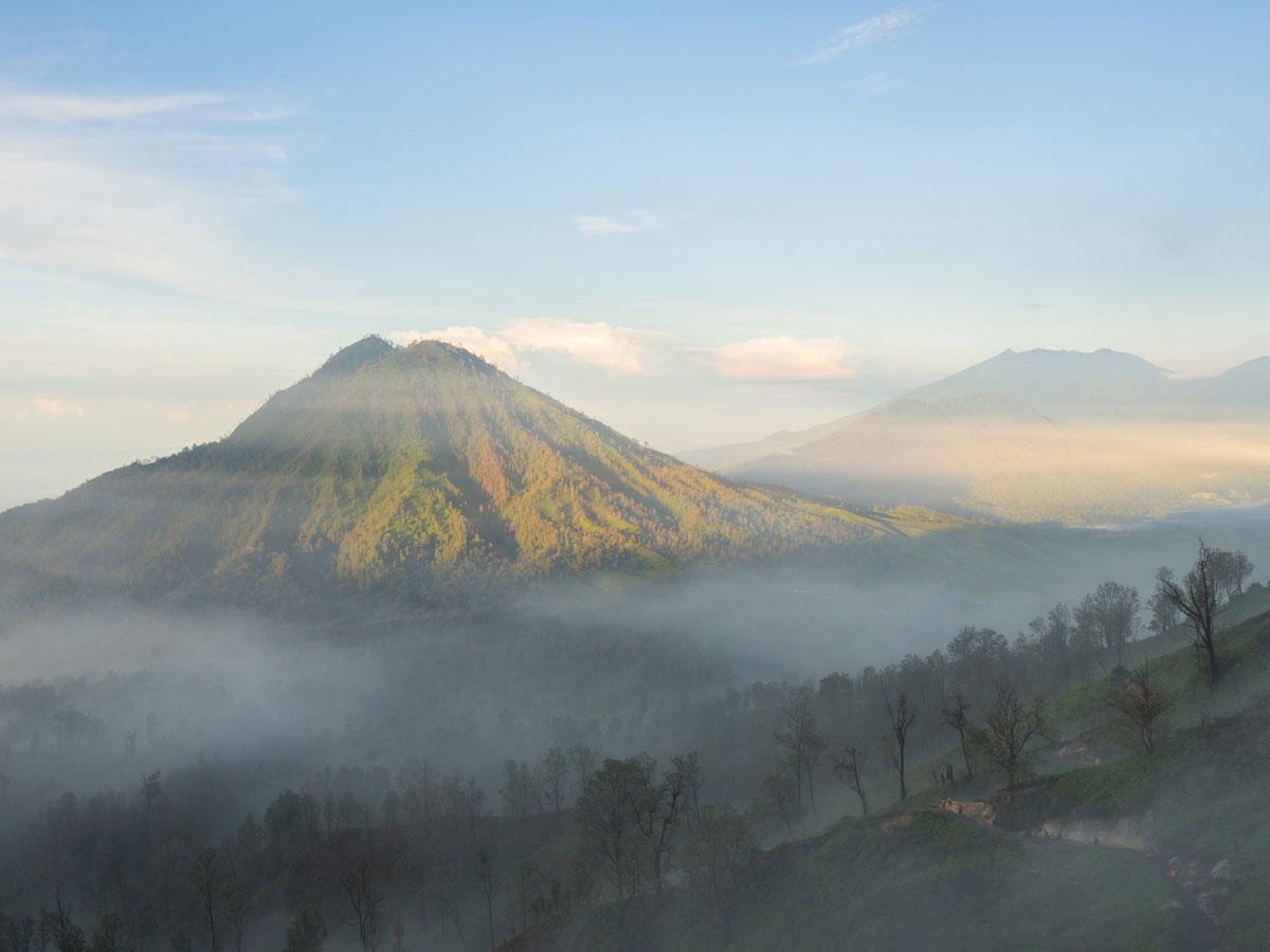 ijen java indonesien krater 3 - (Deutsch) Blaue Feuer und Sonnenaufgang beim Mt. Ijen auf Java, Indonesien