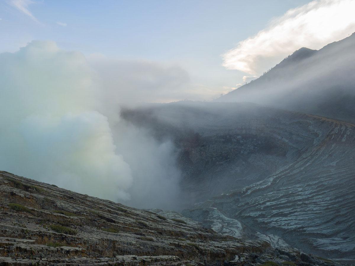 ijen java indonesien krater 4 - (Deutsch) Blaue Feuer und Sonnenaufgang beim Mt. Ijen auf Java, Indonesien