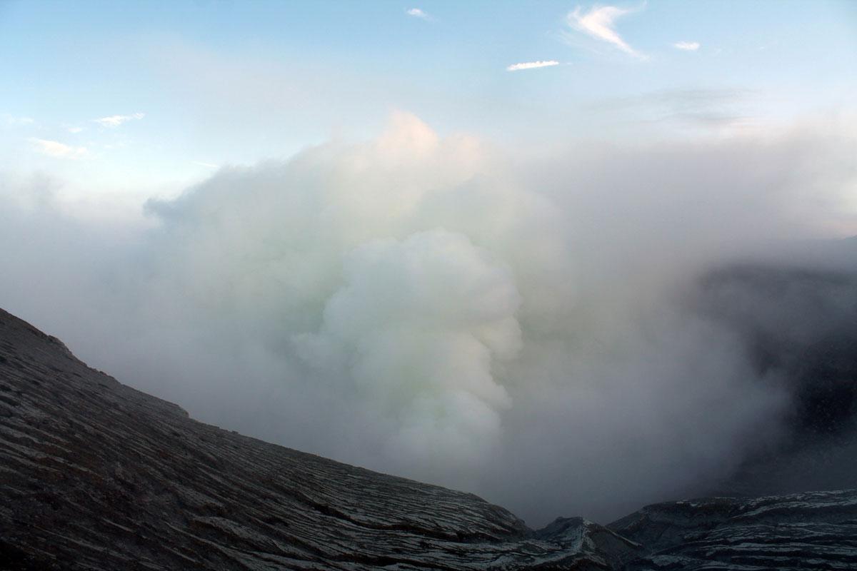 ijen java indonesien krater 5 - (Deutsch) Blaue Feuer und Sonnenaufgang beim Mt. Ijen auf Java, Indonesien