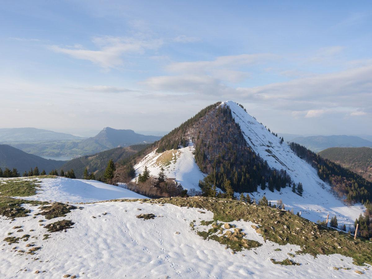 Der Faistenauer Schafberg mit Restschnee vom Winter