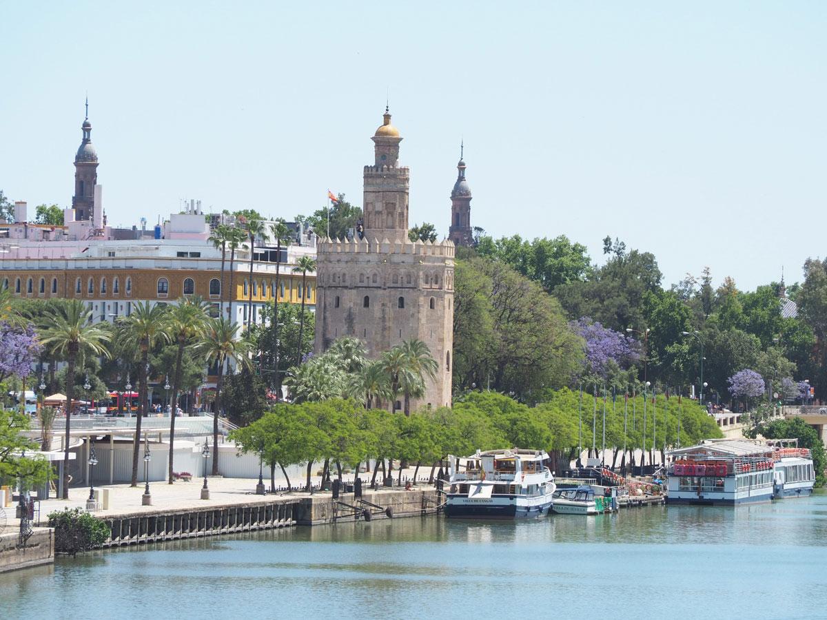 Sevilla Fluss und Torre del Oro
