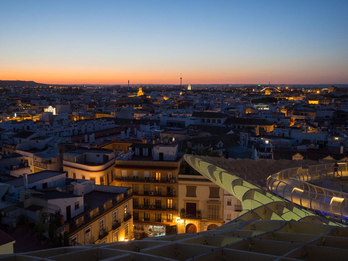 Sonnenuntergang beim Metropol Parasol in Sevilla