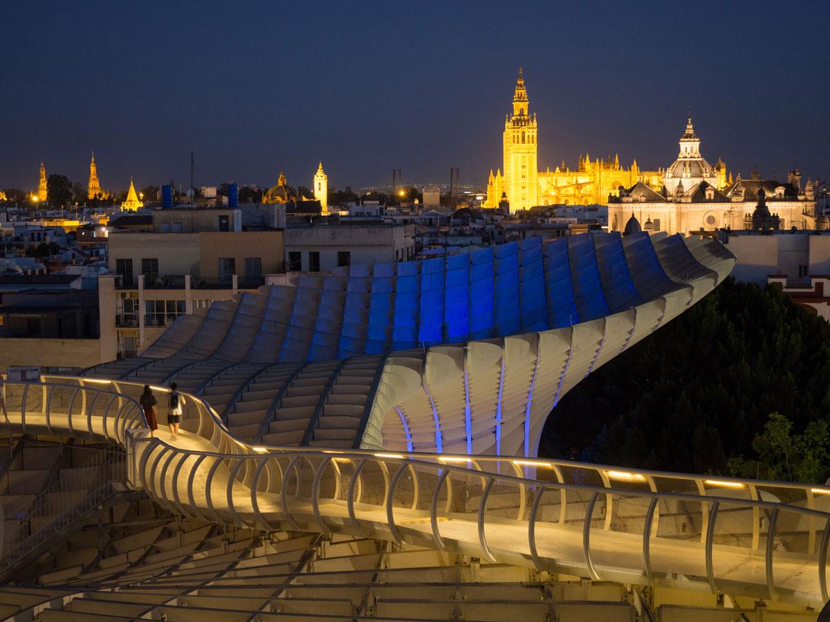 Metropol Parasol in der Nacht Sevilla Sehenswürdigkeiten
