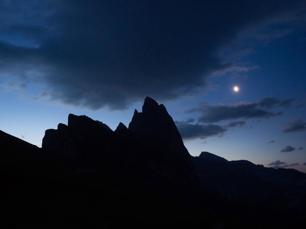 seceda groeden suedtirol dolomiten wandern 1 - Wandern auf die Seceda von Wolkenstein - Sonnenaufgang auf der Seceda