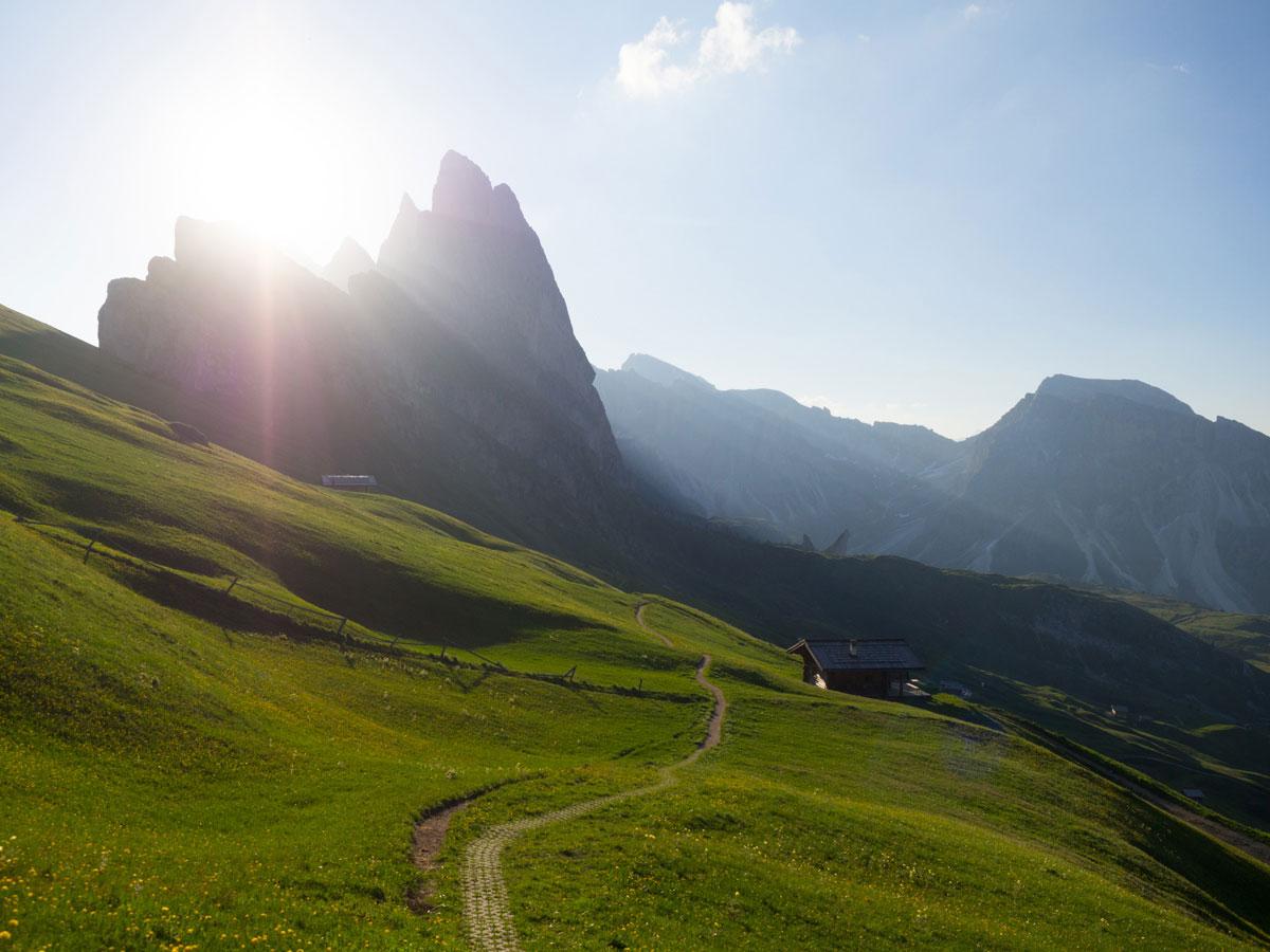 seceda groeden suedtirol dolomiten wandern 10 - Wandern auf die Seceda von Wolkenstein - Sonnenaufgang auf der Seceda
