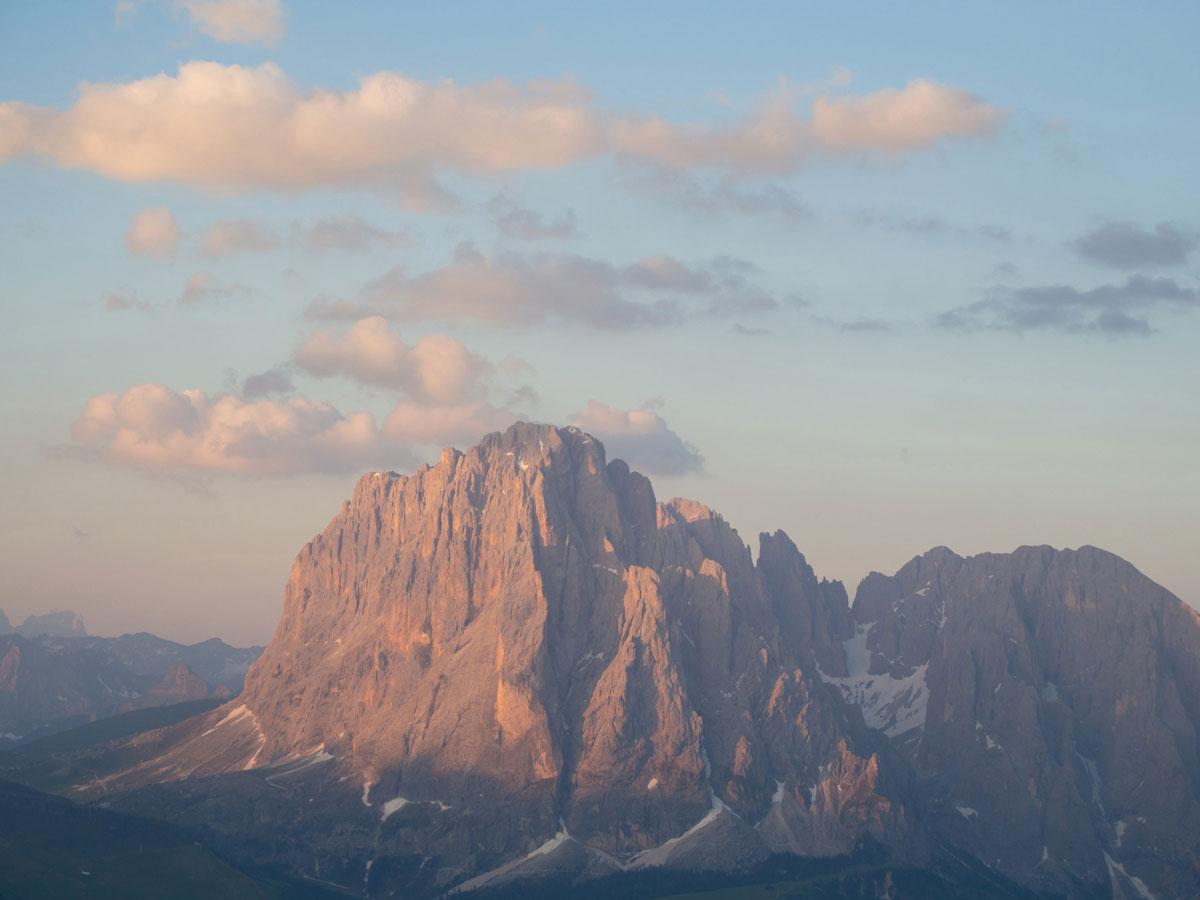 seceda groeden suedtirol dolomiten wandern 4 - Wandern auf die Seceda von Wolkenstein - Sonnenaufgang auf der Seceda