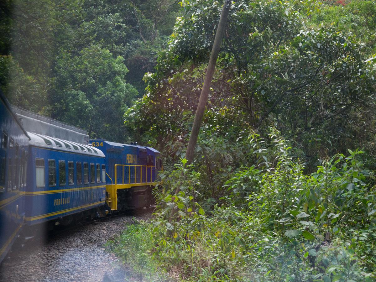 Zugfahrt mit PeruRail nach Machu Picchu