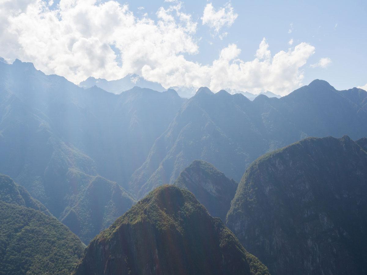 Ausblick auf umliegende Berge Machu Picchu