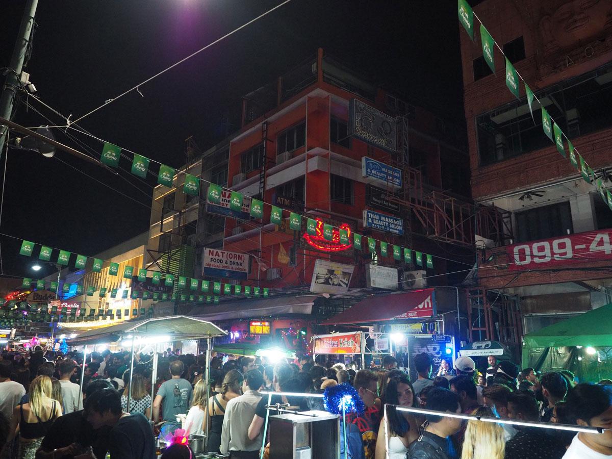 bangkok reisetipps sehenswertes khao san road - Reiseguide Bangkok für Anfänger: Orte, die du bei deinem ersten Besuch sehen musst