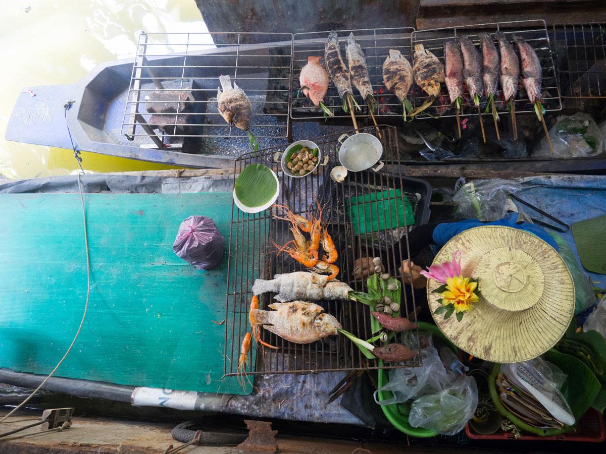 bangkok reisetipps sehenswertes taling chan floating market 2 - Reiseguide Bangkok für Anfänger: Orte, die du bei deinem ersten Besuch sehen musst