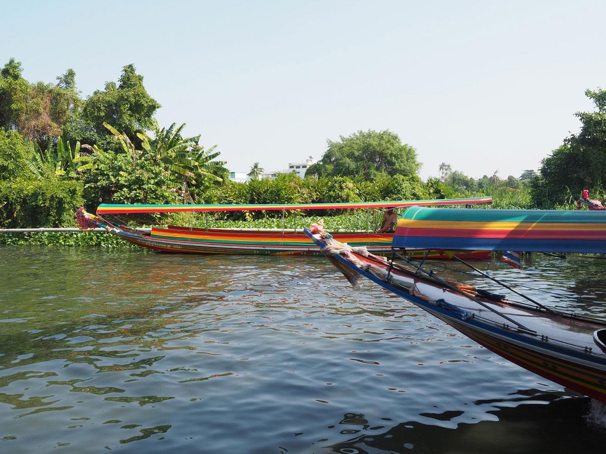 bangkok reisetipps sehenswertes taling chan floating market 3 - Reiseguide Bangkok für Anfänger: Orte, die du bei deinem ersten Besuch sehen musst