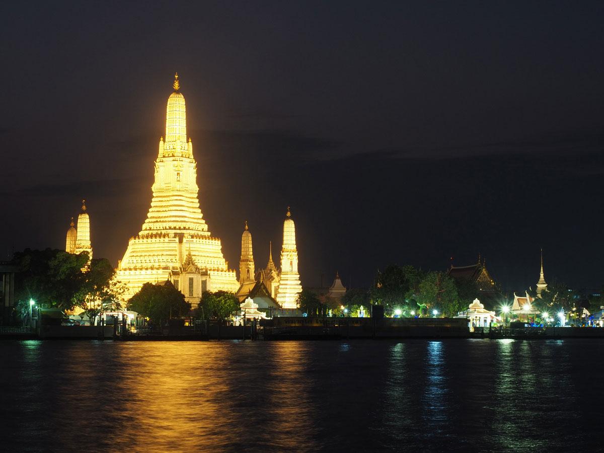 bangkok reisetipps sehenswertes wat arun sonnenuntergang 2 - Reiseguide Bangkok für Anfänger: Orte, die du bei deinem ersten Besuch sehen musst