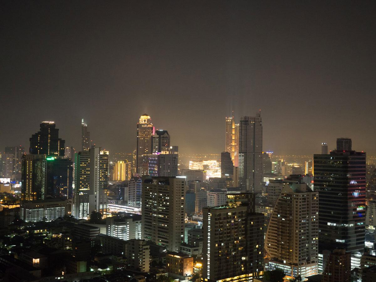 bangkok reisetipps sehenswertes zoom skybar - Reiseguide Bangkok für Anfänger: Orte, die du bei deinem ersten Besuch sehen musst