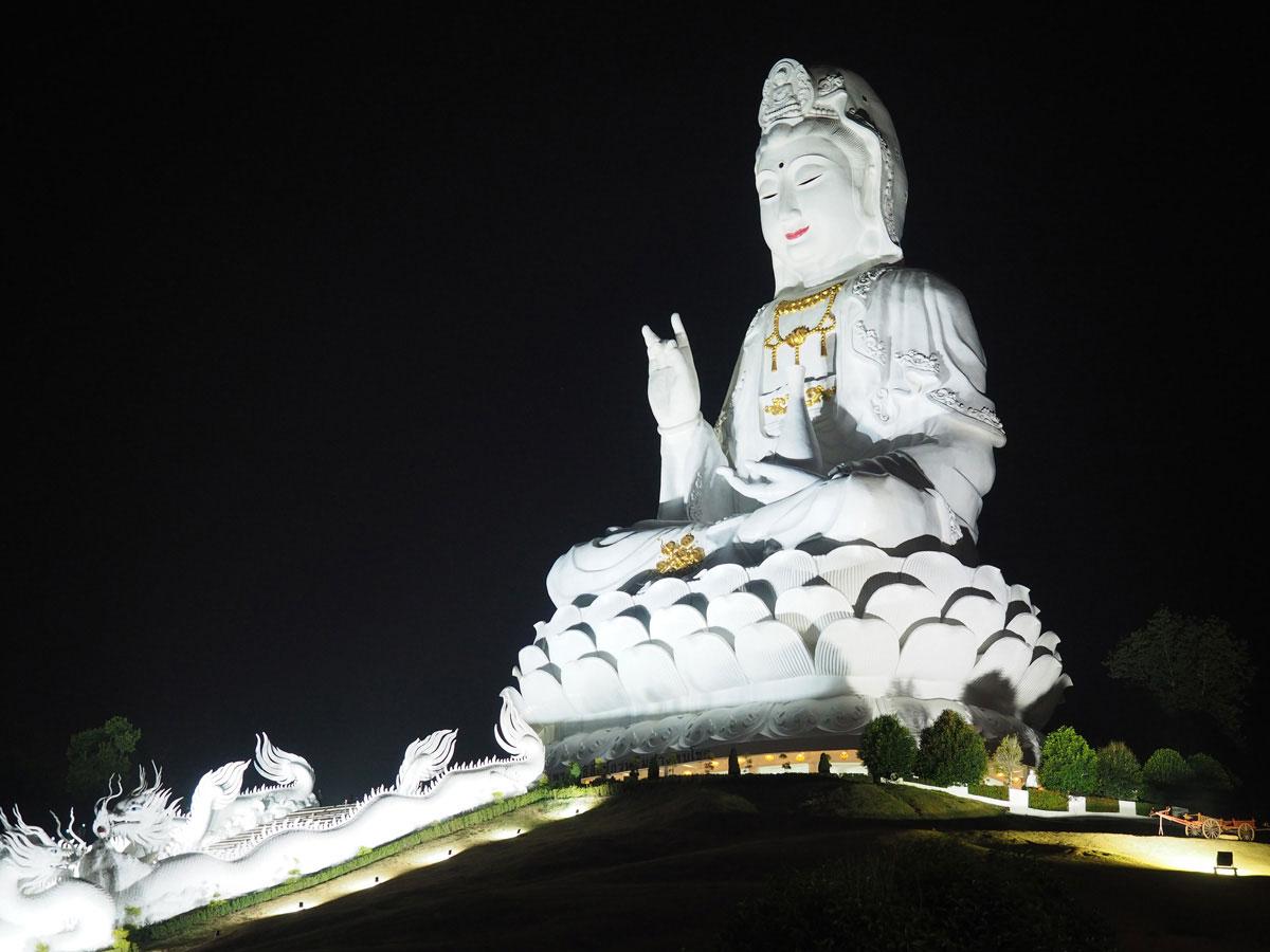 big buddha chiang rai2 1 - Reiseguide Chiang Rai - weißer Tempel, blauer Tempel und Big Buddha