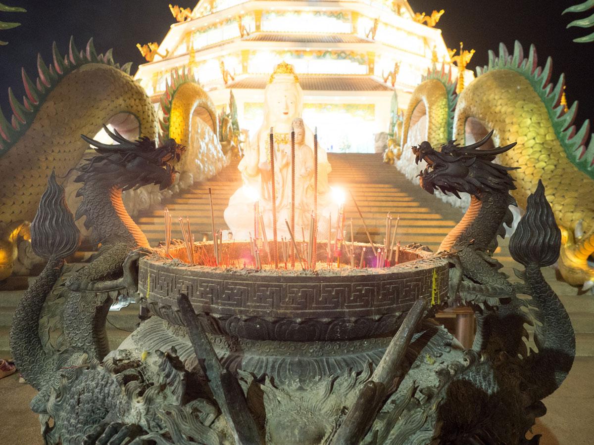 big buddha chiang rai2 3 - Reiseguide Chiang Rai - weißer Tempel, blauer Tempel und Big Buddha