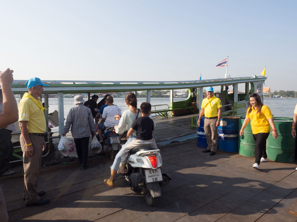 maeklong trainmarket bangkok reisetipps selbstfahrer 11 - Maeklong train market in Bangkok - How to self organise a tour