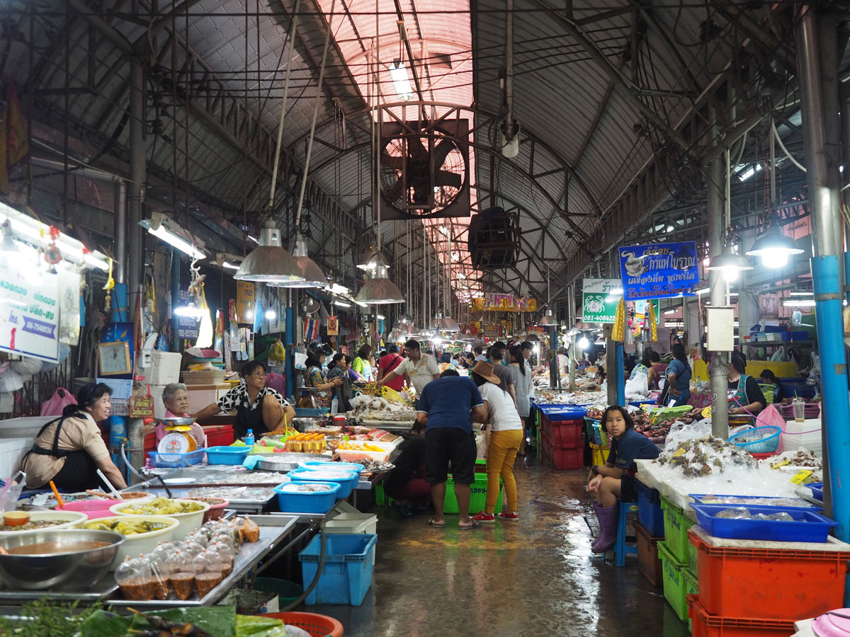 maeklong trainmarket bangkok reisetipps selbstfahrer 19 - Maeklong train market in Bangkok - How to self organise a tour