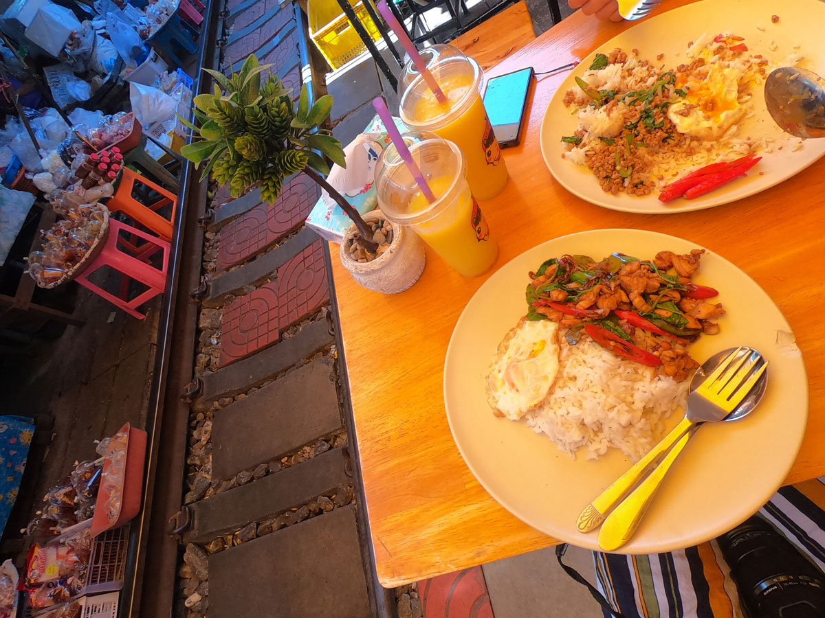 maeklong trainmarket bangkok reisetipps selbstfahrer 3 - Maeklong Zugmarkt in Bangkok auf eigene Faust besuchen