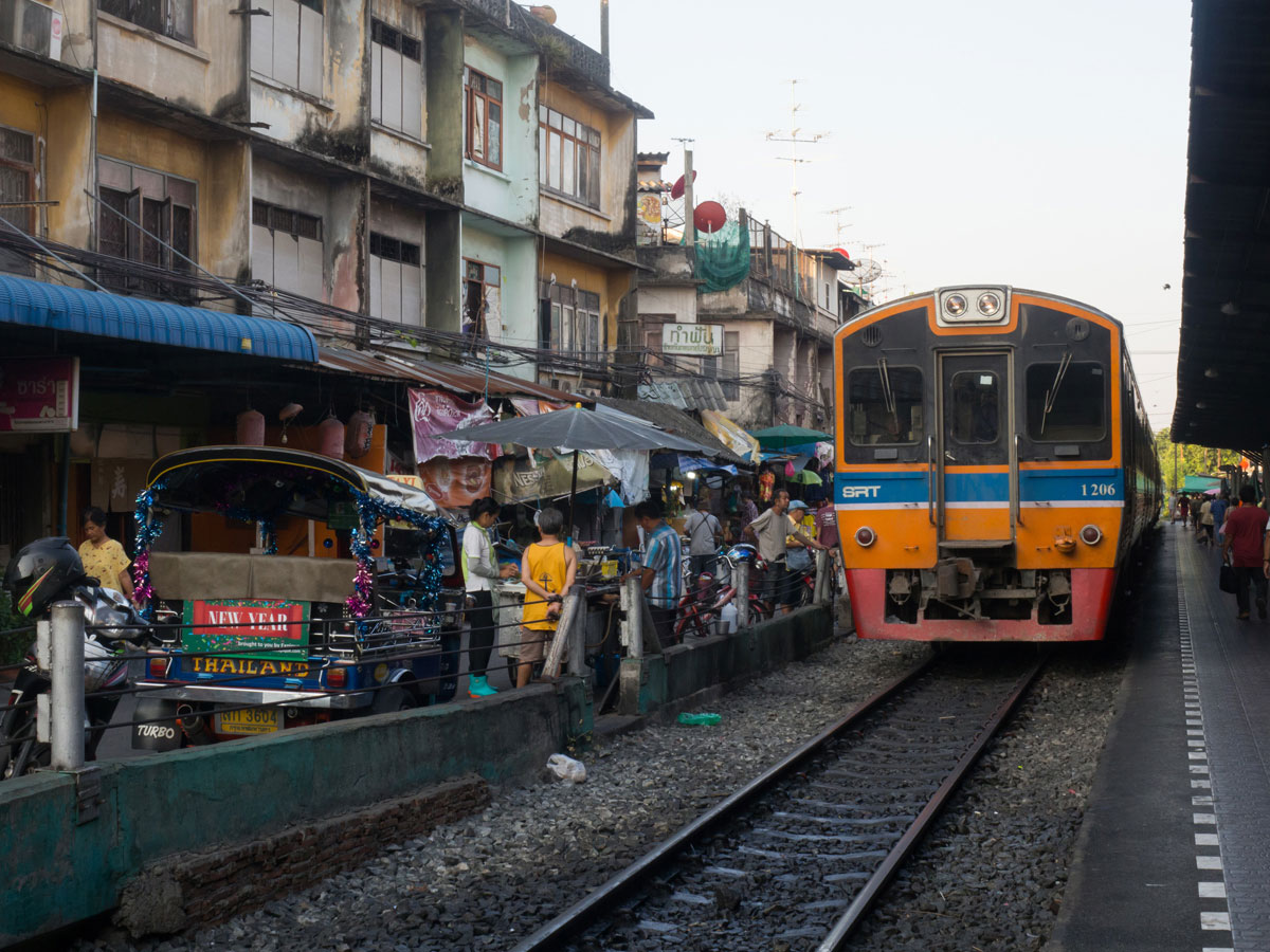 Wongwian Yai Railway Station