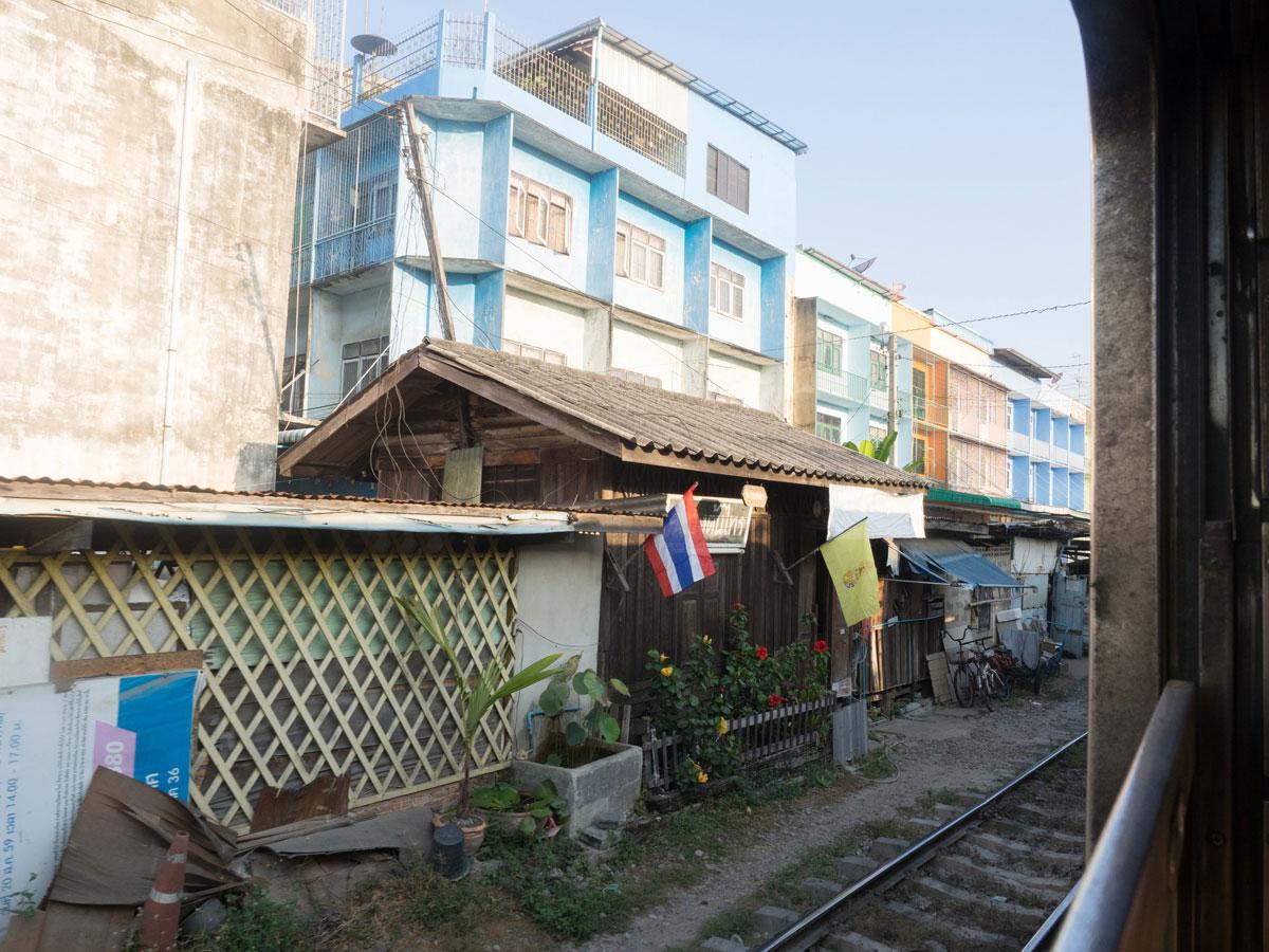 maeklong trainmarket bangkok reisetipps selbstfahrer 8 - Maeklong train market in Bangkok - How to self organise a tour