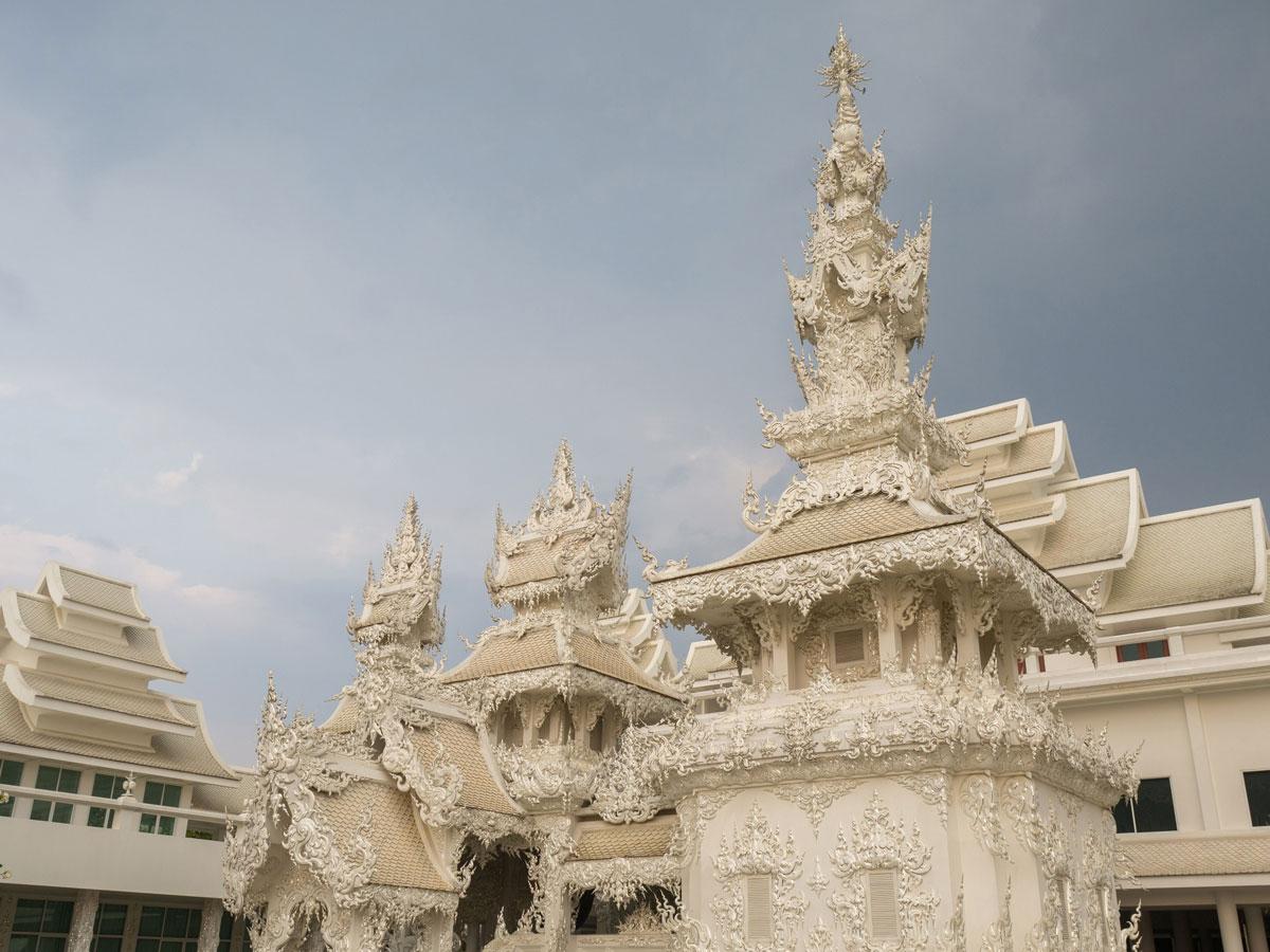white temple chiang rai3 4 - Reiseguide Chiang Rai - weißer Tempel, blauer Tempel und Big Buddha