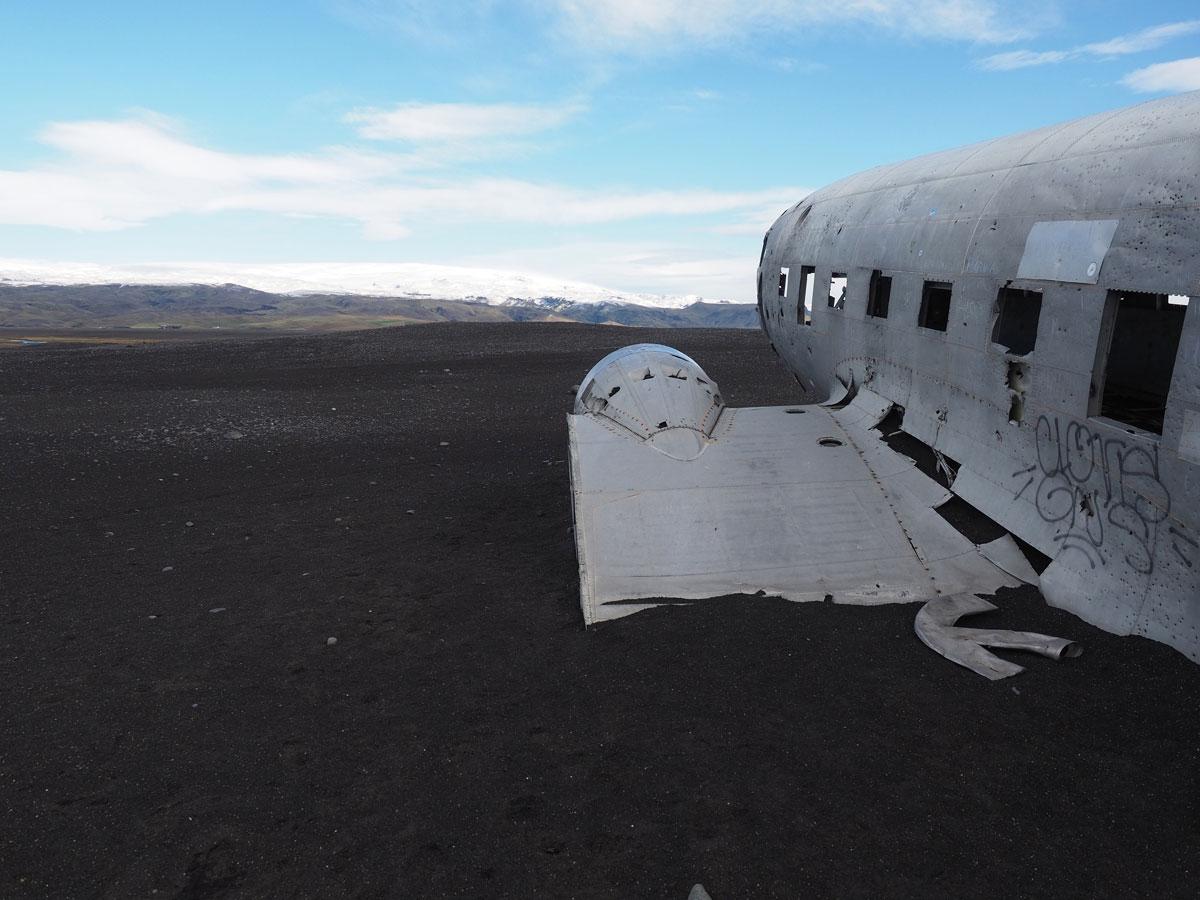 """ Flugzeugwrack Island"